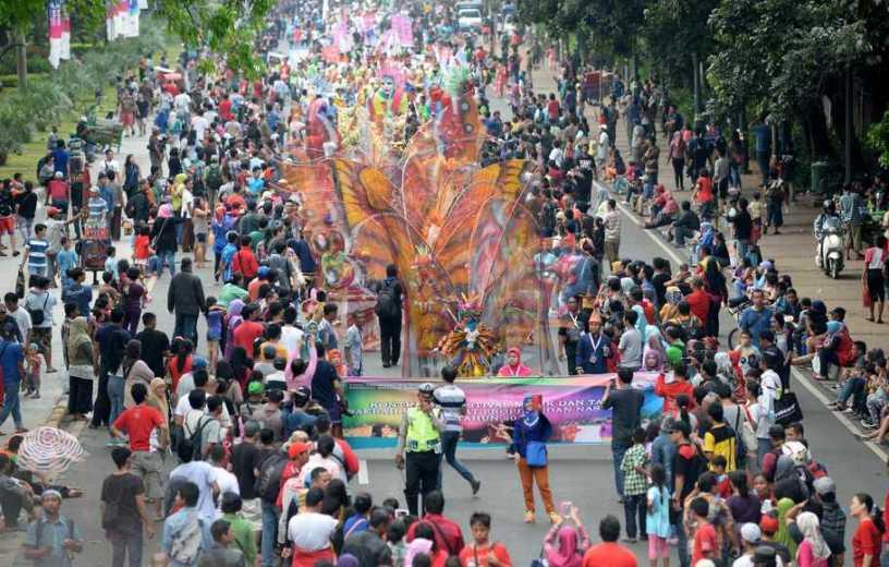 Parade peserta Jakarnaval, Sumber Foto : http://beritasatu.com