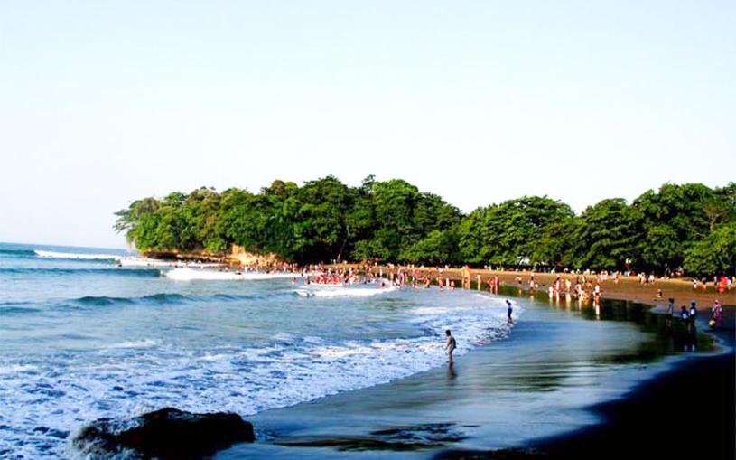 Pantai Batu Karas, Pangandaran, Sumber Foto : http://mypangandaran.com